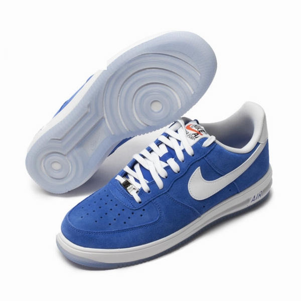 men air force one low 2016-3-29-021